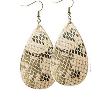 Jewelry - ⭐️🆕 Super cute leather teardrop earrings ⭐️